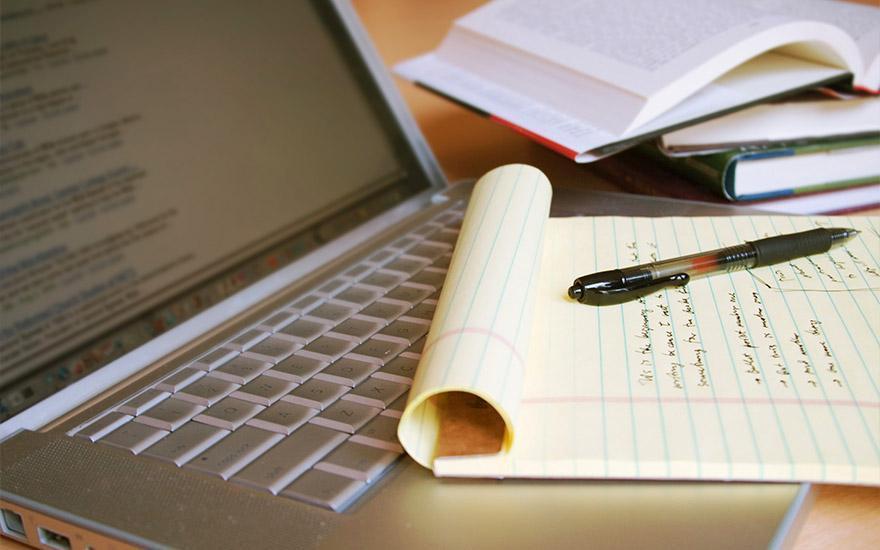 Notes zdługopisem nalaptopie